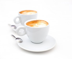 Cappucino und Espresso mit Milchschaum